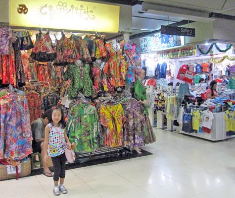 32cdcd0700e4a てくてくバンコク*01 キュートな子供服がいっぱい…買い付け業者も ...