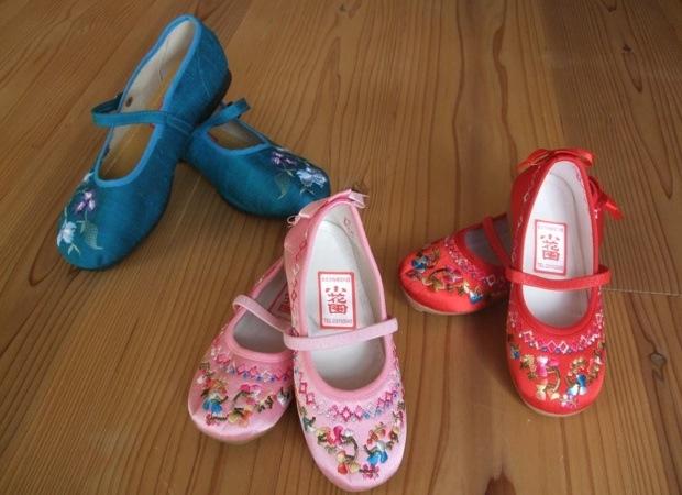 【台北】花柄布は迪化街で、シューズは西門町の「小花園」へ…チャイナなアイテムを買いに出かけよう