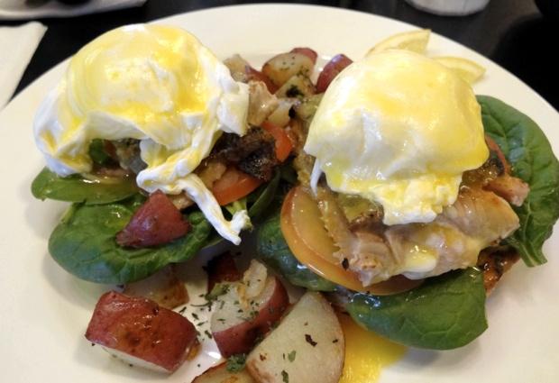 【グアムぐらし164】エッグベネディクトにチャーハン…ローカルに大人気の「ピカズ・カフェ PIKA'S Cafe」でまんぷく朝ご飯