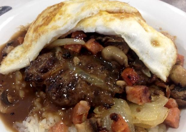 【グアムぐらし169】ロコモコにポークチョップ&パンケーキ…行列のできる大人気店「エッグスンシングス」の朝食は果たして…