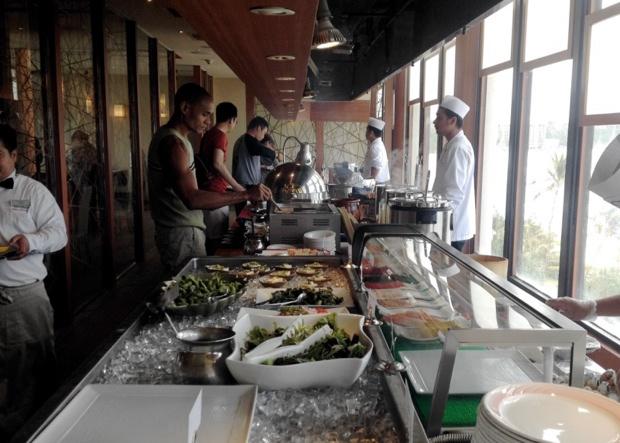 【グアムぐらし178】品数豊富でみんなで大満足!イチオシのサンデーブランチは「オンワード・ビーチリゾート」の和食屋「嵯峨野」